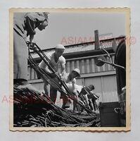 MAN CONSTRUCTION WORKER STREET SCENE B&W  Vintage Hong Kong Photo 27211 香港旧照片