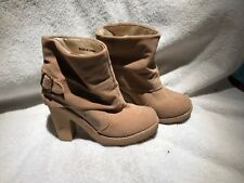 Women's Beige faux Leather Forever 21 Ankle Boots Size 6 tan rubber soled