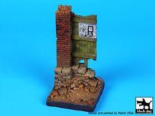 Black Dog 1/35 Column Section with Door Vignette / Diorama Base [Resin] D35029