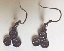 Boucles d'oreilles noires spirale triple ou triskel (symbole celtique)