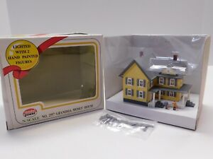 N Scale 1:160 - Model Power - Grandma Moses House Lighted Building Structure NIB