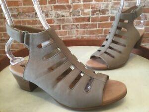 Clarks Sage Nubuck Leather Valarie Shelly Peep Toe Cut-Cut Sandals 8.5 New