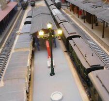 10 grüne 3-flammige LED Bahnsteiglampen, ca. 65 mm hoch (aus Metall)