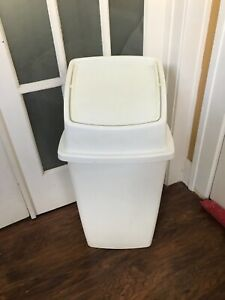 "Vintage Rubbermaid 32"" Tall Kitchen Cream/Tan Swing Top Trash Can"
