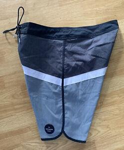 Gray Rad Quiksilver Dry Flight Water Repellant Scalloped Knees Surf Board Shorts