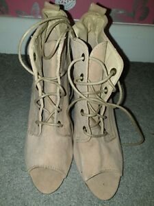 JANE NORMAN BEIGE LADIES ANKLE BOOTS - SIZE 5