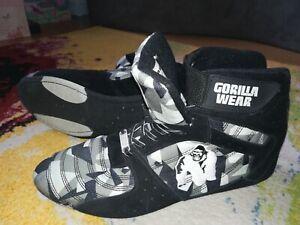 Gorilla Wear Sneaker und Shirt