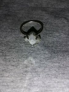 Beautiful Vintage Costume Jewellery Solitaire Ring Size P