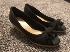 """Womens Juniors Size 4 American Eagle Wedge Shoes Black Bow Front 2"""" Heel"""