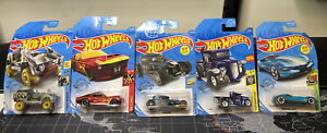 HOT WHEELS LOT OF 5 CARS UNOPENED