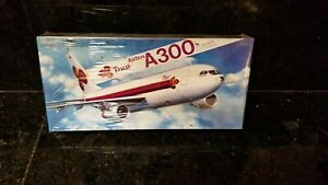 HASEGAWA  AIRBUS A300 THAI AIRLINES  1/200  SCALE PLANE  KIT