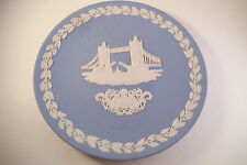 Vintage Wedgwood Christmas 1975 Collector Plate Tower Bridge
