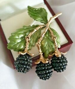 Vintage Style Realistic Blackberries On Vine Articulated Brooch - So Pretty!