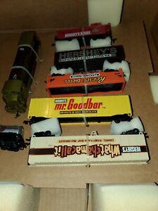 BACHMANN HO SCALE HERSHEY'S CHOCOLATE TOWN TRAIN SET