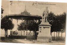 CPA  Pau - Statue Henri IV,sur la Place Royale    (244487)