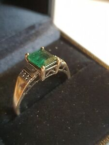 9ct Yellow Gold Ring Set With Diamonds and large Emerald - Size R 1/2