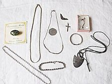 10 VINTAGE LOT OF SILVER ITEMS, NECKLACES, BRACELETS, BROOCHES, CRUCIFIX, EDGE.