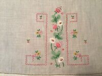 """2 Vintage Linen Hand Towels Embroidered And Appliquéd 19"""" X 14"""""""