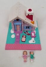 Vtg Bluebird Polly Pocket Miniature Bluebird 1993 Ski Lodge Cabin and 2 Dolls