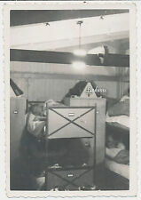 Foto Soldaten-Unterkunft Soldaten-Bett-Spind 2.WK (D122