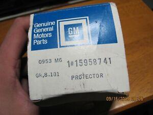 NOS GM 15958741 Left Fender Protector 1999-2004 Blazer S10 Sonoma Jimmy