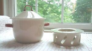 Vtg Hoganas Keramik Stengods Sweden Red / White Bean or Soup Bowl w/ Trivet NICE