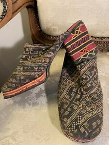 1970's Embroidered Shoes. Size 5. Genuine
