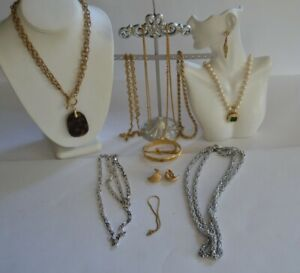Vintage MONET JEWELRY LOT Bracelets, Necklaces & Earrings   (A6A)