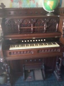 Antique Pump Organ Estey Vermont Gothic Walnut/ Mahagony 1830