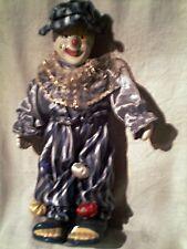 tres joli clown porcelaine - habillé - sur reposoir / tres bon etat