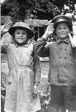 WW2 - Carte-photo - Les enfants normands saluent leurs Libérateurs