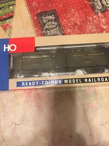Walthers 932-5482 HO GACX Wood Reefer with GSC Truck Soo Line #4224