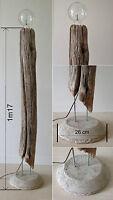 Lampe en bois flotté sur pied béton - création unique.