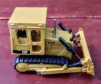 NZG MODELLE 205 CAT D4E Caterpillar Kettendozer/ Bulldozer W. Germany 1:50 scale