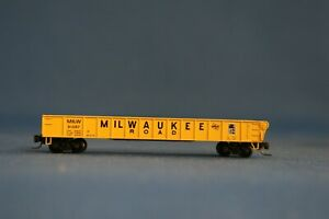 Z SCALE MICRO-TRAINS 50' GONDODLA, STRAIGHT SIDES, MILWAUKEE ROAD #81087 - USED