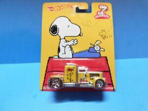 Hot Wheels - Pop Culture  Convoy Custom - Peanuts Snoopy - w / Real Riders