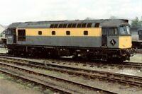 PHOTO  CLASS 33 LOCO NO 33057 AT EASTLEIGH 1991