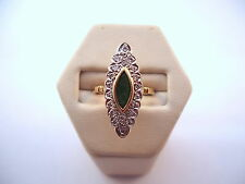 BELLE BAGUE MARQUISE EN OR 18K, EMERAUDES ET DIAMANTS.