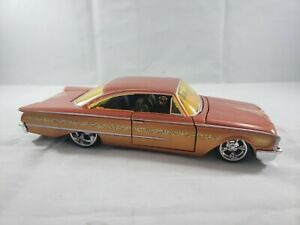 Diecast -1/26 Maisto 1960 Ford Starliner All Stars Orange