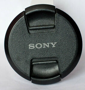 Genuine Sony 62mm centre pinch front lens cap.