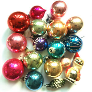 A FINE VINTAGE GROUP OF 17 MERCURY GLASS CHRISTMAS TREE BAUBLES