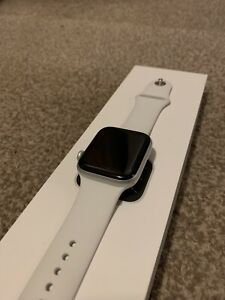 Apple Watch Series 6 (GPS, 44mm) - Silver Aluminium Case with White Sport Band