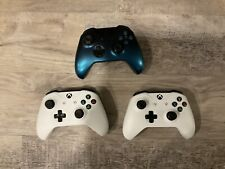 Xbox 3 Controllers 2 White , And 1 Blue