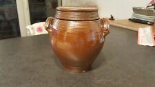Un ancien Pot En Grès Vernissé avec couvercle