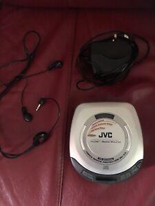 SILVER JVC XL-PG3 PORTABLE CD PLAYER - READ DESCRIPTION
