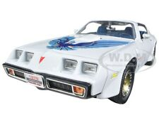 1979 PONTIAC FIREBIRD TRANS AM WHITE 1:18 DIECAST CAR BY ROAD SIGNATURE 92378