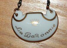 Ancienne plaque en porcelaine de limoges  marquée la baronnie pour bouteille