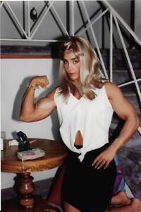 FEMALE BODYBUILDER 80's 90's FOUND PHOTO Color MUSCLE WOMAN Original EN 16 24 N