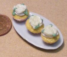 1:12 scala vassoio in ceramica di 3 x ROSA BIANCA Casa Bambole Miniatura Cup Cakes PL73
