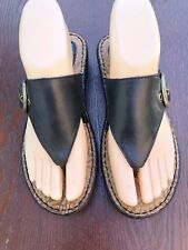 Size 6 BORN BOC Black Leather Thong Sandals Low Wedge Heel Smooth Hippie EUC